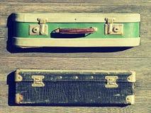 tło szczegółów tekstury okno stary drewniane Stary retro rocznik walizek valise na drewnianych deskach Zbieracki zgromadzenie w s Fotografia Royalty Free