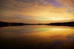 Tło wizerunek z zadziwiającym afterglow i nocy jeziora widokiem Zdjęcia Royalty Free