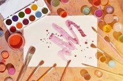Tło wizerunku seansu interes w akwareli sztuce i obrazie Malujący prześcieradło papier, otaczający muśnięciami, słoje waterc Obrazy Stock