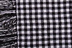 Tło z czarny i biały w kratkę szalikiem Obrazy Stock
