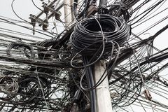 Tło z mnóstwo elektrycznymi drutami obrazy stock