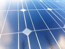 Tło z ogniwami słonecznymi Pożytecznie, nowożytny i tani, Wielki dla środowiska zdjęcie royalty free