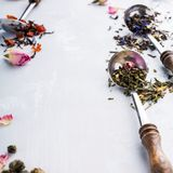 Tło z różnymi typ herbaciani liście Fotografia Stock