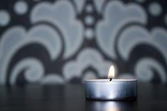 Tło zaświecająca świeczka Fotografia Royalty Free