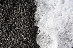Tło zmroku asfalt z lekkim śniegiem w połówce od above zdjęcie royalty free
