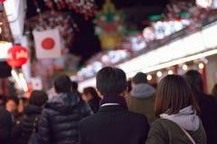 Tłoczę się wykładał do wizyty Asakusa świątyni w Tokio, Japonia zdjęcie stock