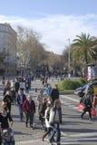 Tłoczy się na las ramblas. Barcelona. Hiszpania Zdjęcie Stock