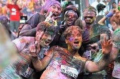 Tłoczy się niezidentyfikowani ludzie przy koloru bieg Zdjęcie Royalty Free