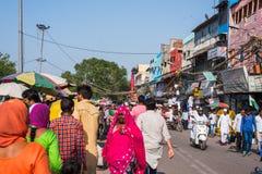 Tłoczy się przy ruchliwie targowym pobliskim Jama Masjid, Delhi, India obraz royalty free