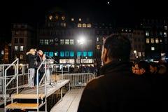 Tłoczy się słuchanie mowa w centrum Strasburg Fotografia Stock