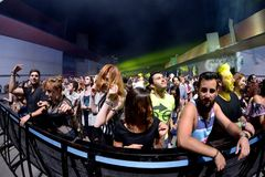 Tłoczy się tana w koncercie przy sonaru festiwalem Zdjęcia Stock