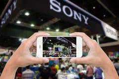 Tłoczy się w powystawowej dużej sprzedaży Thailand expo mobilnym wydarzeniu Zdjęcie Stock