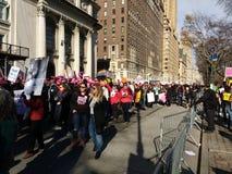 Tłoczy się wmarsz, central park Na zachód, kobiety ` s Marzec, NYC, NY, usa Fotografia Royalty Free