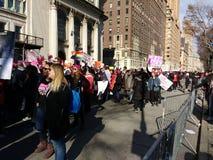 Tłoczy się wmarsz, central park Na zachód, kobiety ` s Marzec, NYC, NY, usa Zdjęcie Royalty Free
