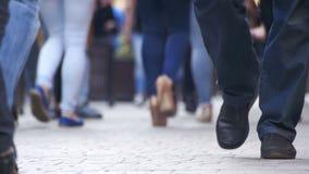 Tłumów Anonimowi ludzie Chodzi na ulicie Tłumów cieki zbiory wideo