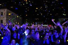 Tłum bawić się ludzi podczas koncerta Zdjęcie Royalty Free