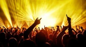 tłum koncertowe sylwetki zdjęcia stock