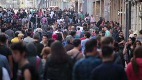 Tłum ludzie chodzi ulicy Istanbuł/Taksim/Istiklal/April/2016 zdjęcie wideo