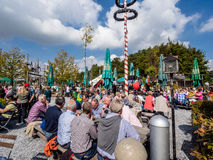 Tłum ludzie podczas Alp święta narodowego Fotografia Stock