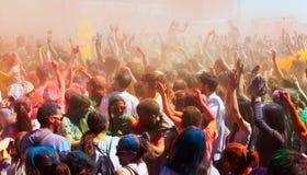 Tłum ludzie przy festiwalem Holi w Barcelona Fotografia Royalty Free