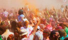 Tłum ludzie przy festiwalem Holi w Barcelona Obraz Royalty Free