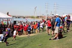 Tłum ludzie przy smok łodzi festiwalem obraz stock
