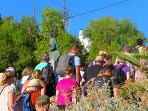 Tłum ludzie, wycieczka w Samaria wąwozie, Crete, Grecja, zabytek Parthenios Kelaidis obraz royalty free