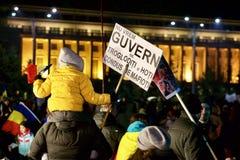 Tłum protestuje przeciw rzędowi w Rumunia Zdjęcie Royalty Free