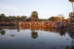 Tłum przy wschodem słońca, Angkor Wat w Kambodża Obrazy Stock