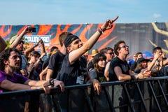 Tłum w koncercie przy ściąganie ciężkiego metalu festiwalem muzyki zdjęcie stock