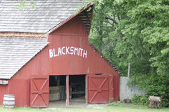 Tłum zatoczki Żywej historii Blacksmith Muzealna stajnia fotografia stock