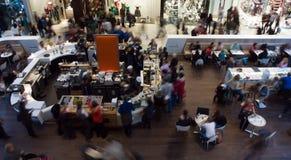 tłumu centrum handlowe Fotografia Royalty Free