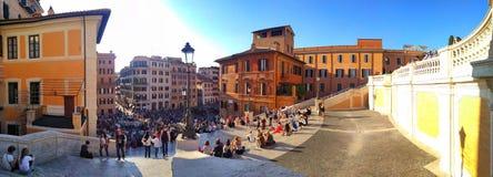 Tłumy turyści blisko Hiszpańskich kroków w Rzym obraz royalty free