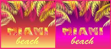 T恤杉党在霓虹背景打印与迈阿密海滩字法的变异与黄色和桃红色棕榈叶 库存照片