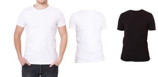 T恤杉模板 正面图 在白色背景隔绝的嘲笑 被设置的黑,白色衬衣 空白的男性衬衣 免版税库存照片