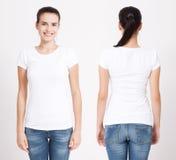 T恤杉设计和人概念-接近空白的白色T恤杉的少妇 干净的衬衣嘲笑为设计集合 免版税库存图片