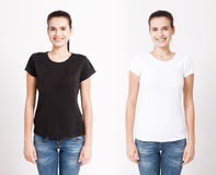 T恤杉设计和人概念-接近空白的白色T恤杉的少妇 干净的衬衣嘲笑为设计集合 库存图片