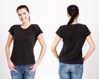 T恤杉设计和人概念-接近空白的白色T恤杉的少妇 干净的衬衣嘲笑为设计集合 免版税库存照片