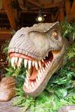 T雷克斯雕象在侏罗纪公园 免版税图库摄影