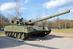 T-80 - η κύρια δεξαμενή μάχης της κινηματογράφησης σε πρώτο πλάνο της Σοβιετικής Ένωσης, ηλιόλουστη ημέρα Μαΐου Στοκ Φωτογραφία