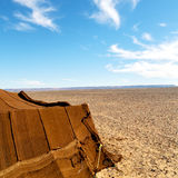 10 t в пустыне Марокко Сахары и неба утеса каменного Стоковое Изображение RF