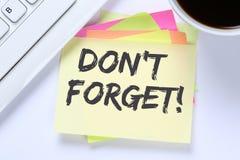 ` T Дон забывает что встреча дата напоминает des дела notepaper напоминания Стоковые Изображения