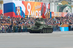 T-34-85在游行彩排的坦克以纪念胜利天 圣彼德堡 库存照片
