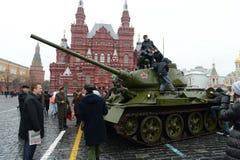 T-34在游行重建的坦克在红场在莫斯科 库存图片