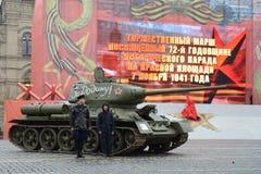 T-34在游行重建的坦克在红场在莫斯科 库存照片