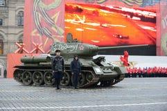 T-34在游行重建的坦克在红场在莫斯科 免版税图库摄影