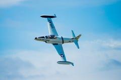 T-33在飞行中喷气机 免版税库存图片