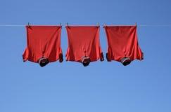 洗衣店红色衬衣t三 库存照片