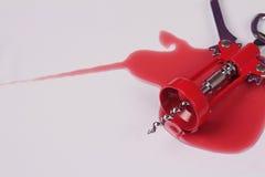 概念穿上饮料驱动器t 酒瓶的开启者酒污点红色  负责任地和安全驾驶 库存照片