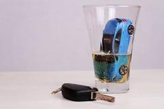 概念穿上饮料驱动器t 负责任地和安全驾驶 免版税库存图片